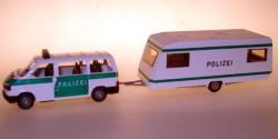 VW Caravelle mit Wohnwagen - Mobile Wache